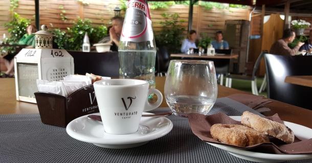 Un caffe e biscotti